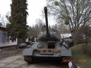 RUSSIAN T-34 - FRONT